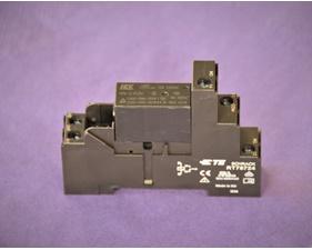 Relä HRM-S DC5V inklusive sockel